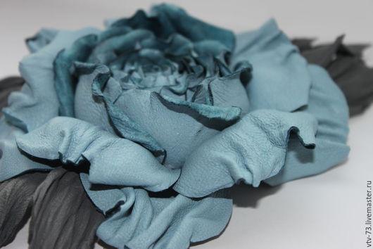 """Броши ручной работы. Ярмарка Мастеров - ручная работа. Купить Брошь из кожи """"Коллекция Шарм"""". Handmade. Голубой, стильный аксессуар"""