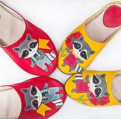 """Обувь ручной работы. Ярмарка Мастеров - ручная работа Домашние тапочки женские и мужские """"Еноты"""" кожаные тапки для дома. Handmade."""
