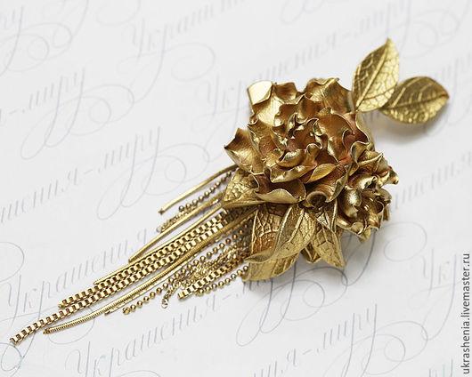 Брошь с золотым цветком. Цена 950р