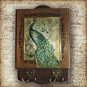 Для дома и интерьера ручной работы. Ярмарка Мастеров - ручная работа Ключница Павлин в золотом (ключница настенная, ключница-шкафчик). Handmade.