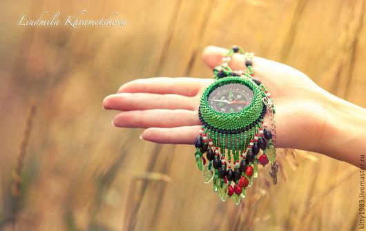 """Кулоны, подвески ручной работы. Ярмарка Мастеров - ручная работа. Купить Кулон """"Верный курс""""( кулон с компасом, зеленый, курс, лес, компас). Handmade."""