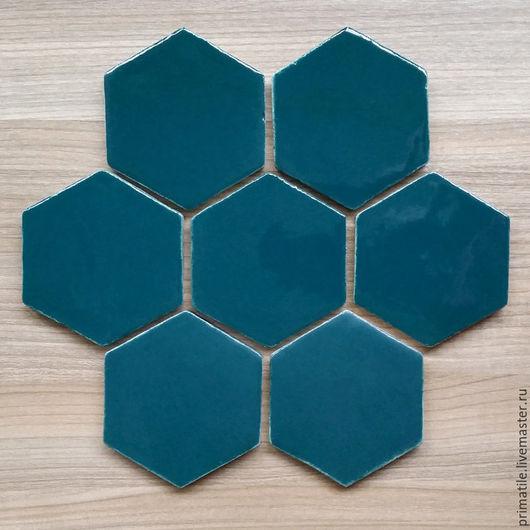 Шестиугольная керамическая плитка ручной работы. Сине-зеленыйый цвет, глянцевая глазурь