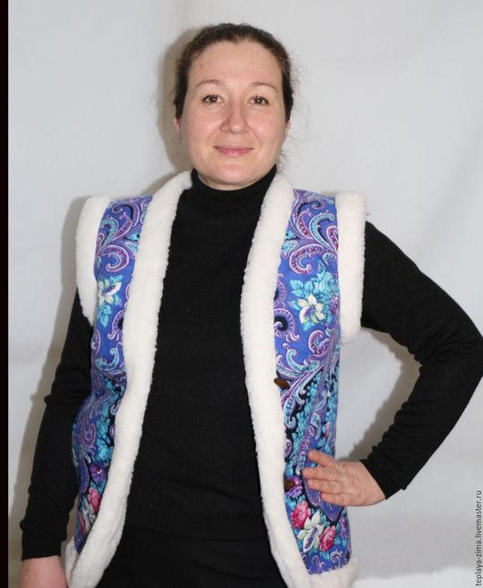 Жилетка `Павлопосадский платок` без капюшона. С 44 по 48 размер -2000 руб., с 50 по 54 размер - 2100 руб., 56 размер - 2200 руб.