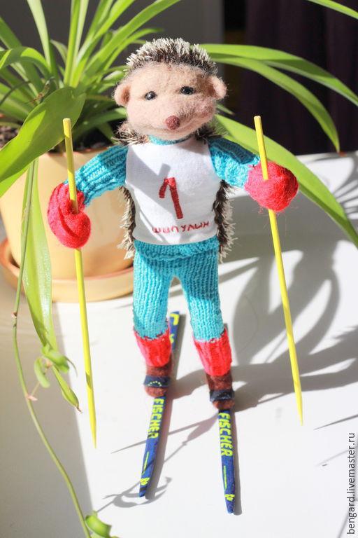 Коллекционные куклы ручной работы. Ярмарка Мастеров - ручная работа. Купить Ежик Антон Шипулин. Handmade. Синий, лыжник