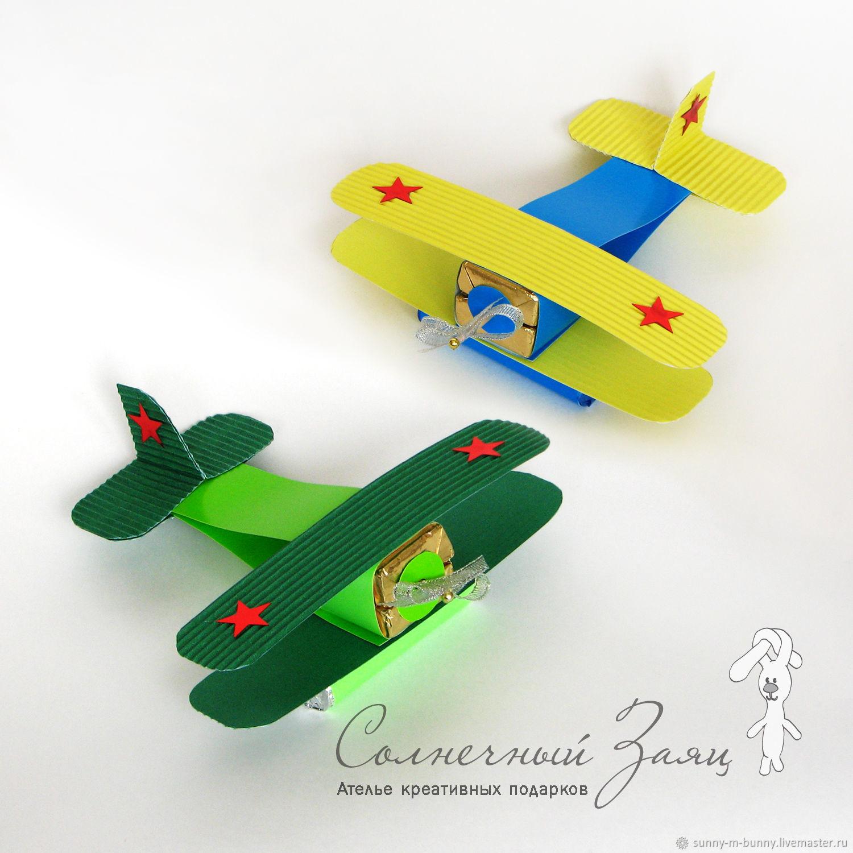 Самолет из конфет своими руками