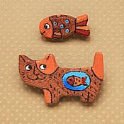 """Украшения ручной работы. Ярмарка Мастеров - ручная работа Броши """"Кот и рыбка"""" (комплект из двух штук). Handmade."""