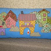 """Для дома и интерьера ручной работы. Ярмарка Мастеров - ручная работа Подушка """"Зайкин городок"""". Handmade."""