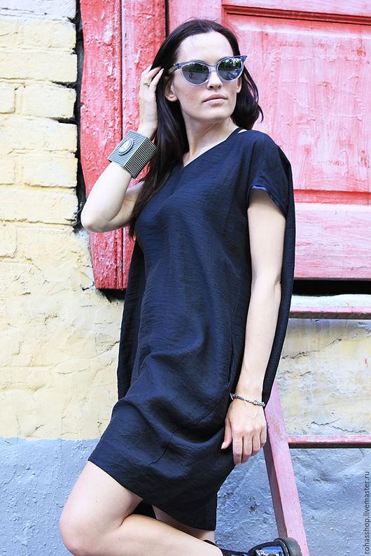 R00004 Стильное короткое платье из черного хлопка. Летнее платье с коротким рукавом отделка из натуральной кожи. Черное короткое платье нарядное. Хлопковое платье. Модное черное платье на лето.