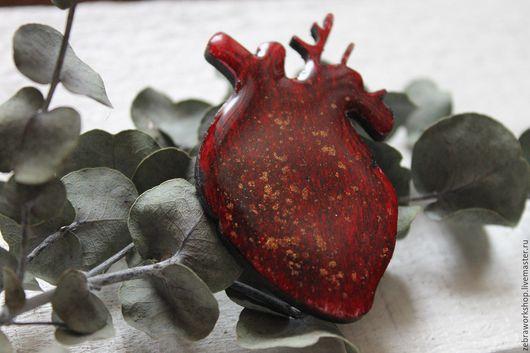 """Броши ручной работы. Ярмарка Мастеров - ручная работа. Купить Брошь """"Красное сердце"""". Handmade. Брошь, дерево, красный, сердце"""