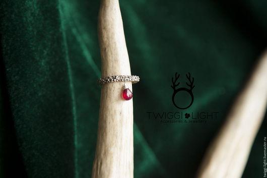 Кольца ручной работы. Ярмарка Мастеров - ручная работа. Купить Текстурное кольцо с рубином. Handmade. Серебряный, серебряная глина, текстура