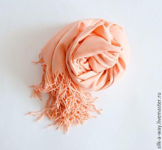 Шали, палантины ручной работы. Ярмарка Мастеров - ручная работа. Купить Кашемировая шаль. Персиковый цвет.. Handmade. Однотонный