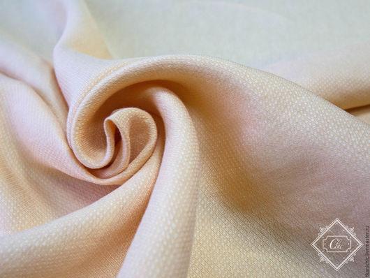 цвет нежно-персиковый, на ощупь похож на шелк