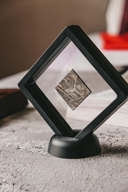 Образец метеорита Муонионалуста в рамке, Элементы интерьера, Новоорск,  Фото №1