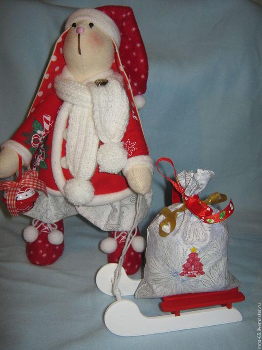 Куклы Тильды ручной работы. Ярмарка Мастеров - ручная работа. Купить Тильда игрушка Новогодний Заяц в красном с санками. Handmade.