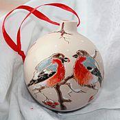 Подарки к праздникам ручной работы. Ярмарка Мастеров - ручная работа Шар елочный Зимние птицы керамика. Handmade.