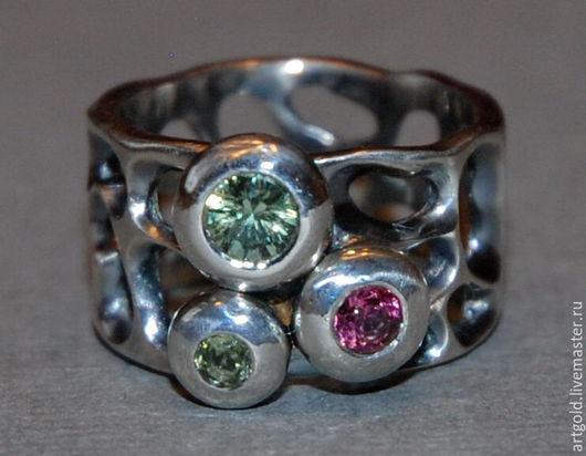 `Турмалиновый этюд` - кольцо из серебра 925 пробы с натуральными турмалинами