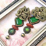 Серьги классические ручной работы. Ярмарка Мастеров - ручная работа Серьги зеленого цвета с вязаными цветами натуральными камнями жемчугом. Handmade.