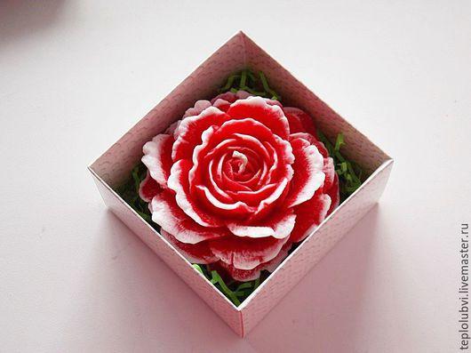 Подарки для влюбленных ручной работы. Ярмарка Мастеров - ручная работа. Купить Свеча - красный белый - подарок день влюбленных - свеча Роза. Handmade.