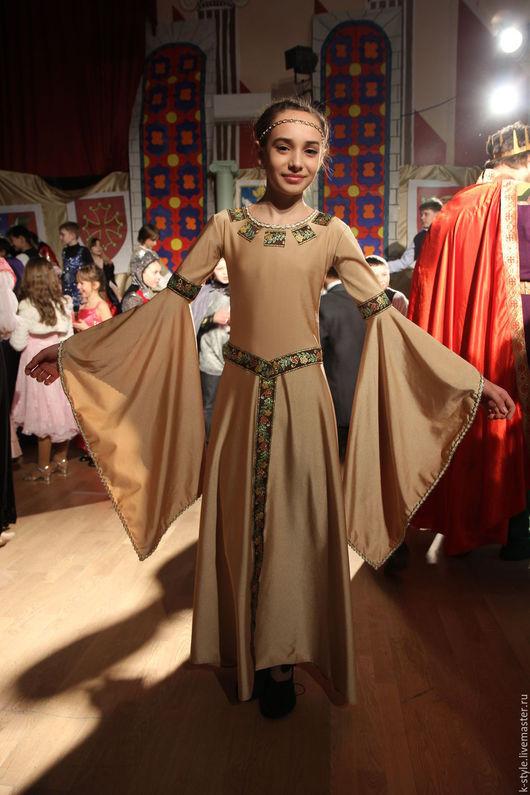 Карнавальные костюмы ручной работы. Ярмарка Мастеров - ручная работа. Купить Средневековое платье. Handmade. Бежевый, нарядное платье
