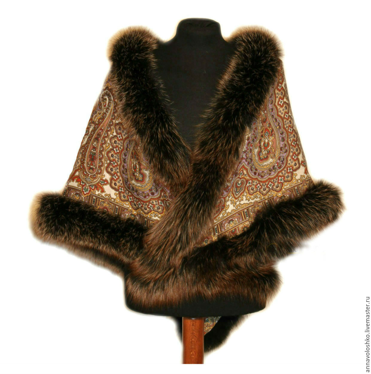 Pavlovo Posad shawl with fur. Fox, Fox, Fox, marten, mink.