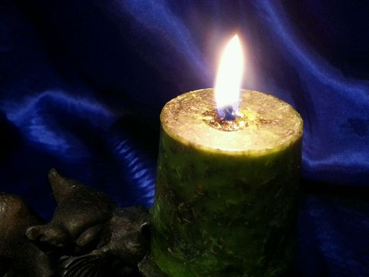 """Медитация ручной работы. Ярмарка Мастеров - ручная работа. Купить Зеленая восковая свеча с травами """"Магия денег"""". Handmade."""