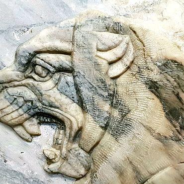 """Для дома и интерьера ручной работы. Ярмарка Мастеров - ручная работа Рельеф """"раненый лев"""". Handmade."""