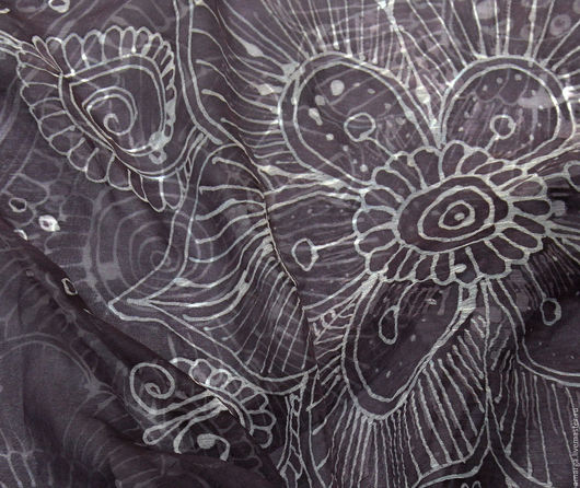 """Шали, палантины ручной работы. Ярмарка Мастеров - ручная работа. Купить шелковый батик платок """"Серый мехенди"""". Handmade."""