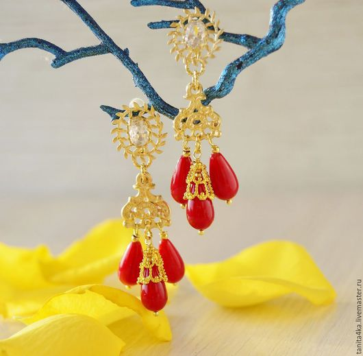 Серьги с красным кораллом.Красное и золотое. Коралл красный.серьги с подвесками.Длинные серьги.Золотистые серьги.Красные серьги.