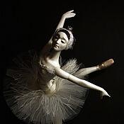 """Куклы и игрушки ручной работы. Ярмарка Мастеров - ручная работа Авторская шарнирная кукла ОДЕТТА (Белый лебедь) из коллекции """"Балет"""". Handmade."""