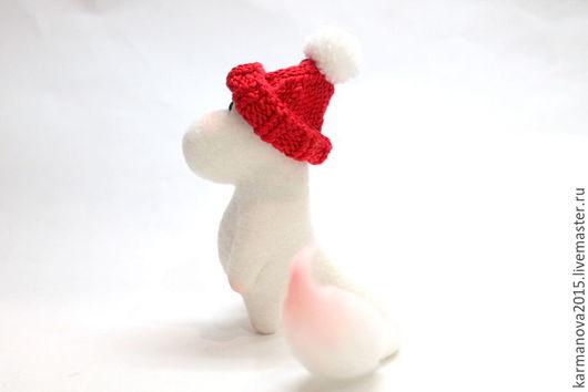 Игрушка из шерсти Муми-тролль белый, красный, коричневый с корзиночкой грибов Игрушки ручной работы Войлочные игрушки ручной работы. Ярмарка Мастеров - ручная работа. Туве Янссон.