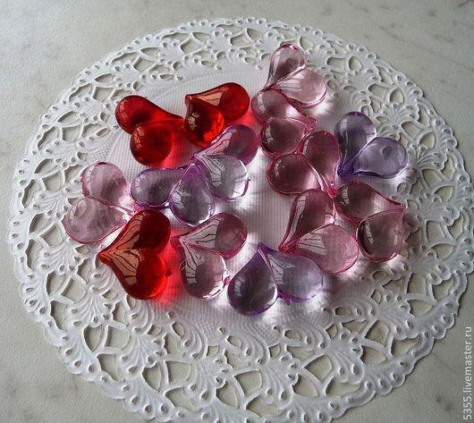Бусины-сердечки пластиковые.Гладкие со сквозным отверстием. Ассорти из 3 цветов.