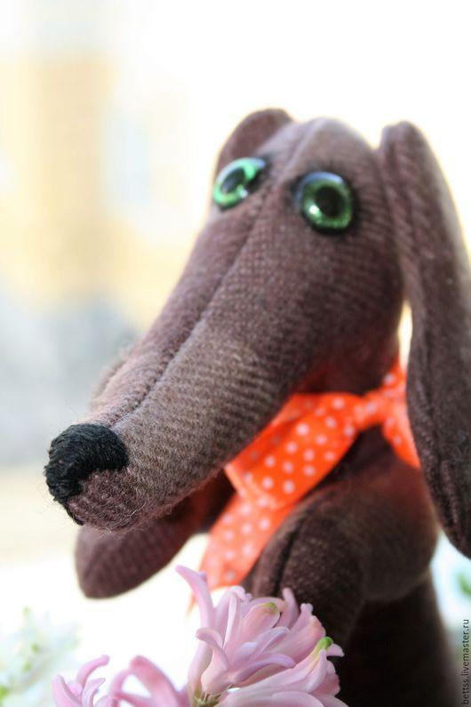 """Игрушки животные, ручной работы. Ярмарка Мастеров - ручная работа. Купить """"Такса-девочка"""" текстильная игрушка. Handmade. Коричневый, подарок"""