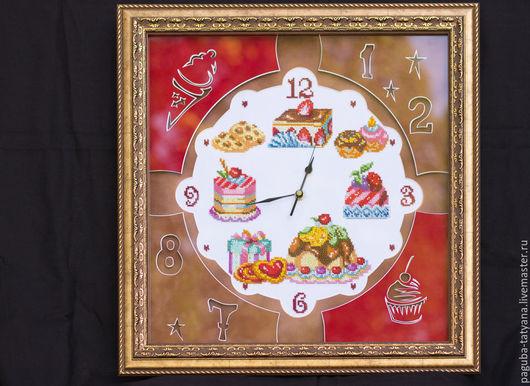 Фантазийные сюжеты ручной работы. Ярмарка Мастеров - ручная работа. Купить Часы настенные. Handmade. Комбинированный, Вышивка бисером, 8марта