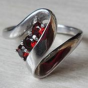 """Кольца ручной работы. Ярмарка Мастеров - ручная работа Серебряное кольцо """"Три камня"""" с натуральным  гранатом. Handmade."""