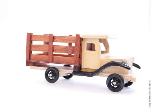 Аксессуары для фотосессий ручной работы. Ярмарка Мастеров - ручная работа. Купить Грузовик деревянный, машина. Handmade. Коричневый, лак, фотосессия