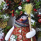 Подарки к праздникам ручной работы. Ярмарка Мастеров - ручная работа Снеговик в цилиндре , снеговичок , снеговик в красной жилетке. Handmade.