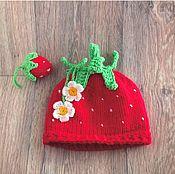 Работы для детей, ручной работы. Ярмарка Мастеров - ручная работа Вязаная шапочка для фотосессии Клубничка. Handmade.