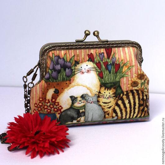 Сумочка для девочки Котики - сумочка с фермуаром, подарок девочке Все девочки любят котят, так что эта милая сумочка с фермуаром приведет в восторг любую принцессу!