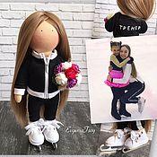 Мягкие игрушки ручной работы. Ярмарка Мастеров - ручная работа Текстильная интерьерная кукла фигуристка на коньках (по фото). Handmade.