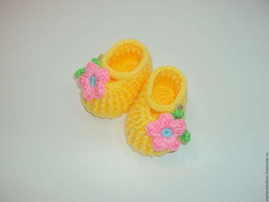 Для новорожденных, ручной работы. Ярмарка Мастеров - ручная работа. Купить Пинетки- туфельки желтые для девочки. Handmade. Желтый, пуговицы