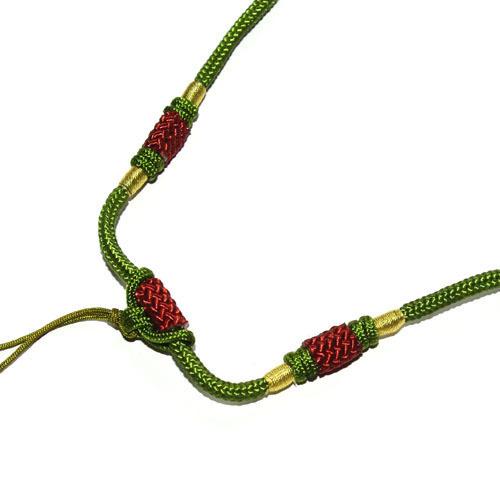 Шнур ручной работы, сделан в Китае. Имеет уже готовый шнурок-тесемку для крепления кулона или подвески.\r\nШнуры очень оригинальные и необычные.