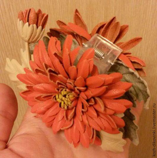 """Заколки ручной работы. Ярмарка Мастеров - ручная работа. Купить Заколка """"Оранжевое солнце"""" из натуральной кожи.. Handmade. Оранжевый"""