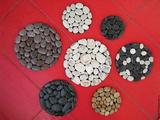 Подставки под горячее из натуральной морской гальки. Цена от 150 руб.   за 1шт., размер 12х12 см.