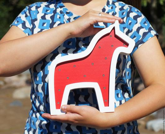 """Освещение ручной работы. Ярмарка Мастеров - ручная работа. Купить Ночник из дерева """"Даларнская лошадка"""". Handmade. Ярко-красный, светильник"""