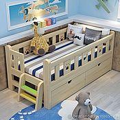 Кровати ручной работы. Ярмарка Мастеров - ручная работа Детская деревянная кровать Берложка со съемными бортиками из массива. Handmade.