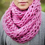 Аксессуары ручной работы. Ярмарка Мастеров - ручная работа Розовый шарф-снуд крупной вязки вязаный на руках. Handmade.
