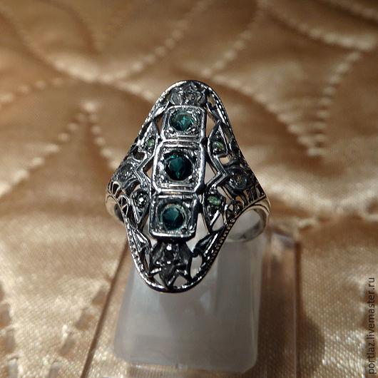 Изящное тончайшее кольцо ручной работы из серебра 925 пробы с изумрудом и топазом - моя первая поделка, выполненная в Викторианском стиле.