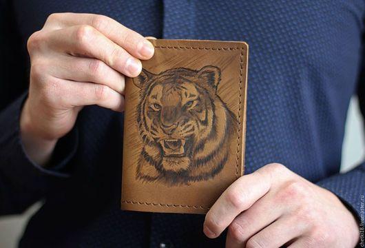 Подарки для мужчин, ручной работы. Ярмарка Мастеров - ручная работа. Купить Обложка на паспорт Тигр. Handmade. Коричневый, обложка из кожи