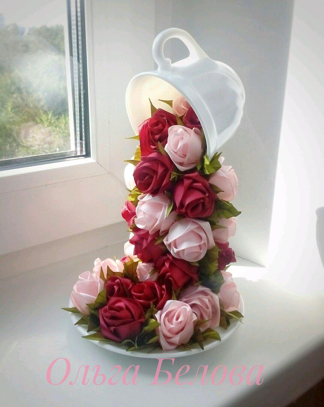 Как сделать летящую чашку с цветами из атласных лент — 11