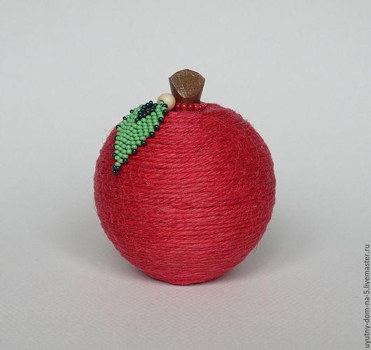 Шкатулка-яблоко, декорированная джутовой веревкой. Эко стиль.